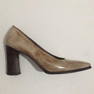 Prada Italy distressed brown pumps closed toe heel